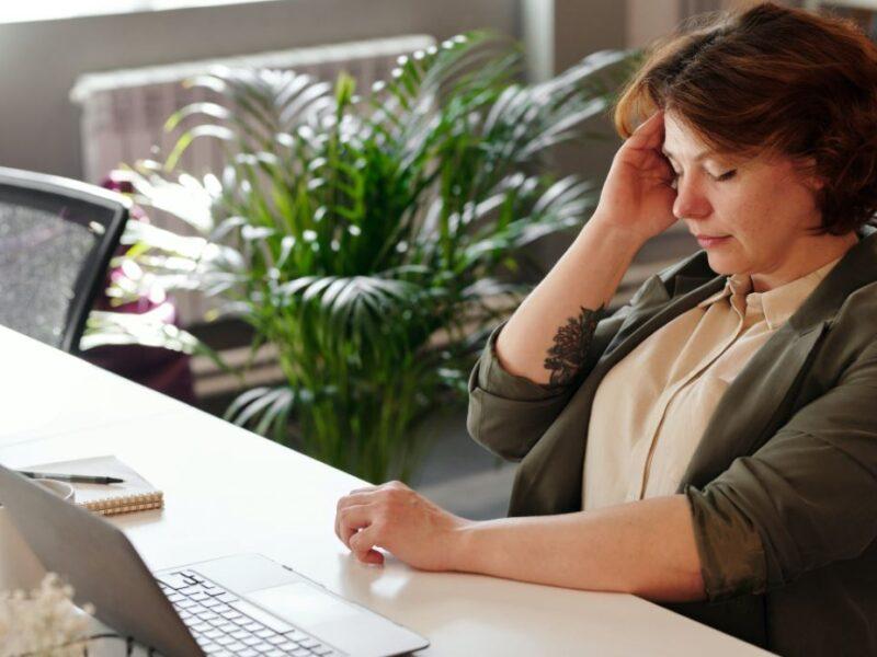 Migräne: Einfache Schritte, um den Schmerz zu lindern